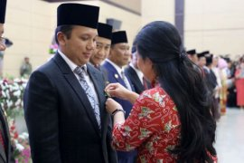 Ridho Ficardo Meraih Satya Lencana Tertinggi Bidang Kependudukan Dari Presiden Jokowi