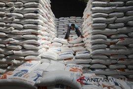 Stabilkan harga, Bulog Cirebon mulai salurkan beras ke pasar