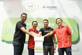GO-JEK dan Telkomsel Luncurkan Paket Komunikasi Bagi Mitra di Seluruh Indonesia Page 1 Small