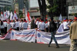 Serikat Pekerja Pertamina demo menolak penjualan Pertagas