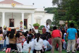 Presiden Jokowi: Pilih boneka Asian Games atau sepeda?