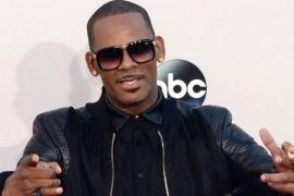 Konser R. Kelly dibatalkan karena badai Florence