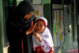 Orang tua berpengetahuan, kunci agar anak tidak kerdil