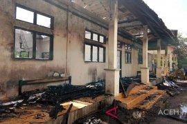 Api lalap bagian belakang asrama polisi Aceh