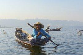 186 nelayan Singkawang terima kartu asuransi
