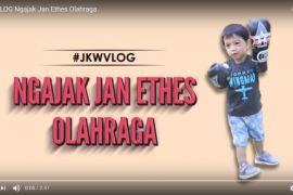 Jokowi ajak Jan Ethes main tinju dan bola