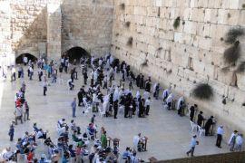 Yerusalem batasi akses ke Tembok Ratapan setelah batu besar jatuh