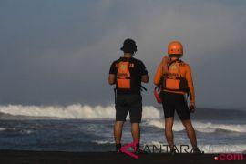 Pencarian nelayan korban kapal tenggelam terkendala cuaca