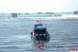 Gelombang selat Bali-Lombok 2,5-4m, kapal kecil diimbau tidak melaut