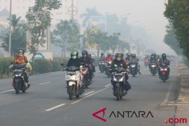 Mata warga Palangka Raya merah dan pedih karena asap