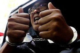 Pengunjuk rasa serukan Myanmar bebaskan wartawan Reuters
