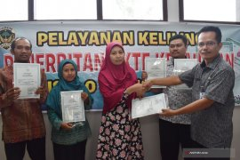 Disdukpencapil Kabupaten Madiun Lakukan Layanan Keliling Akta Kelahiran (Video)