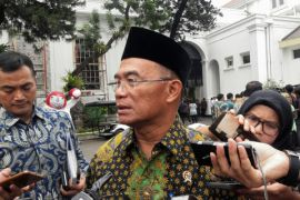 Pemerintah siapkan tenda untuk belajar di Lombok