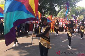Ratusan warga padati rute pawai obor Asian Games di Pasar Minggu