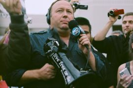 Apple, YouTube, Facebook hapus konten Alex Jones Infowars