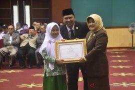 Pemkab Bogor memberikan penghargaan untuk masyarakat