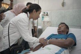 Menteri BUMN serahkan bantuan bagi penyelamat penumpang KMP Bandeng