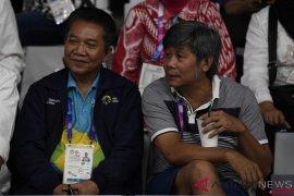 Duel ganda putra Indonesia, pelatih nonton dari tribun sambil ngopi