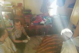 Karumkit Bhayangkara sambangi rumah korban gantung diri