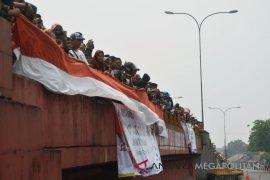 Ratusan warga Pantura tumpah menyaksikan balap sepeda
