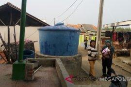 Warga pesisir Bekasi beli air dari Cilincing