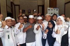 Governor visits South Kalimantan hajj candidate pilgrims