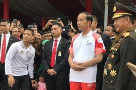 Torch relay Asian Games meriahkan upacara penurunan bendera di istana