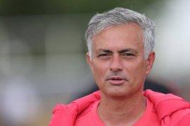 Mourinho dapat dukungan fans setelah bekuk Burnley 2-0