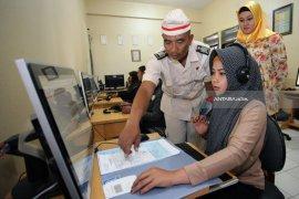 Pelayanan SIM Bertema Hari Kemerdekaan