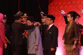 Menko PMK dianugerahi Bintang Bhayangkara Utama