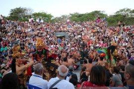 Pilihlah Tempat Strategis Menonton Tari Kecak di Uluwatu (Video)