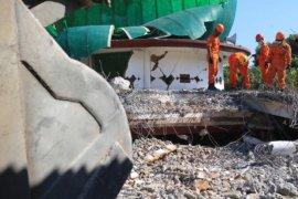 Tim SAR Berhasil Evakuasi Dua Jenazah Dari Runtuhan Masjid