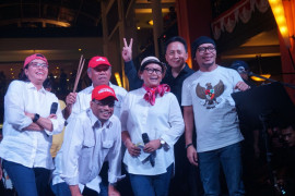 Kemarin, Jokowi dan Prabowo umumkan cawapresnya, Elek Yo Band tampil untuk korban gempa Lombok