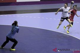 Bola Tangan - Putri Korsel gugup bertegur sapa dengan atlet Korut