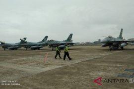 Setelah latihan di Australia, pesawat F16 tiba di Bali (video)