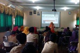 Dept. IKK IPB dan Pemkab Bogor bina siswa SD dan SMP cerdas dalam memilih jajanan