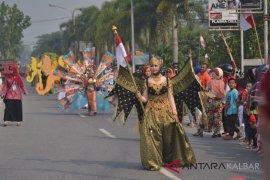 Karnaval tenun songket di Sambas
