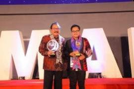 Plt Wali Kota Malang Raih Penghargaan Kepala Daerah Inovatif 2018