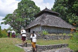 Masyarakat-Satgas TMMD Gotong Royong Perbaiki Masjid An-Nur