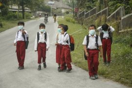 Schools closed in Pontianak on thick smoke from forest fires