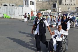 Laporan dari Mekkah - Tim penolong jamaah pun dituntut bisa manasik