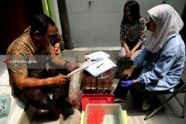 Puluhan Pegawai di Pemkot Surabaya Jalani Tes Urine