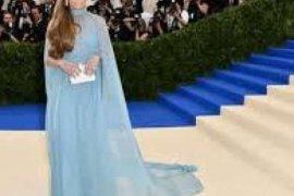 Woow!! Untuk Kencan, Jennifer Lopez Memakai Busana Seharga Rp1 Miliyar
