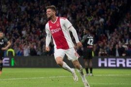 Huntelaar dua gol saat Ajax bungkam Groningen 3-0