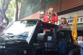 Pesilat Peraih Emas Asian Games Diarak Keliling Surabaya (Video)