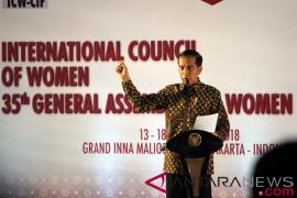 Presiden Jokowi puji kinerja perempuan Indonesia berprestasi