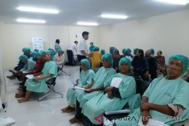 73 penderita katarak Bekasi jalani operasi gratis