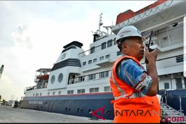 Kapal Pesiar MV Silver Discoverer sandar di Belawan