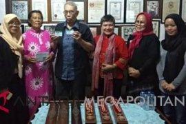 Legislator berikan KIS untuk legenda Asian Games