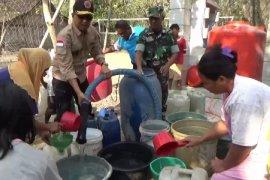 BPBD Jatim Distribusikan Air Bersih 1.670 Tangki